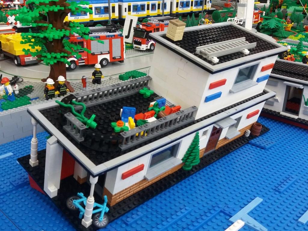In LEGO worden ramoen nagebouwd, gezonken woonboot in Nijmegen IncidentenCity © BDU media