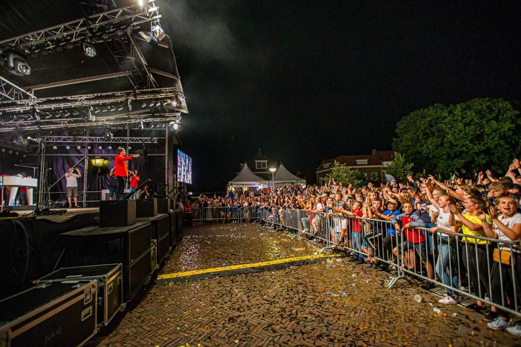 Tijdens het Baggerfestival ging iedereen van links naar rechts op het Langeveldplein met de Snollebollekes. Peter Verheijen © BDU media