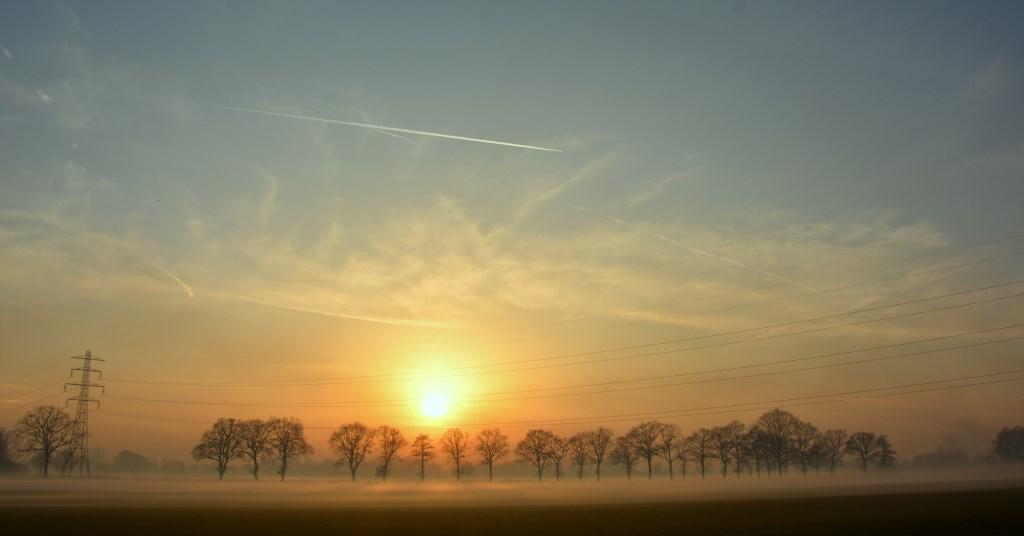 Samenspel van mist en de laatste zonnestralen op oudjaarsdag. Gerwin van Luttikhuizen © BDU Media