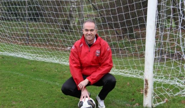 <p>Johan Flipse is ook komend seizoen hoofdtrainer bij voetbalvereniging Cobu Boys.&nbsp;</p>