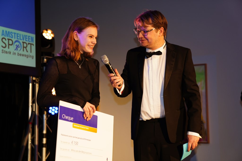 Milou van den Berg krijgt een prijs als sporttalent van het jaar.  Naomi Heidinga © BDU media