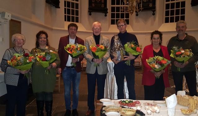 Stan Uyland (derde van rechts) tussen de mede-genomineerden. Hij werd vrijdag uitgeroepen tot de bruggenbouwer van Soest