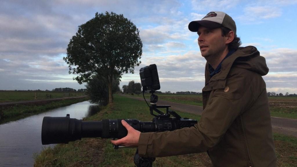 Stijn Philips maakt een natuurfilm die zich grotendeels in de Alblasserwaard afspeelt. Walter Leendertse © BDU media