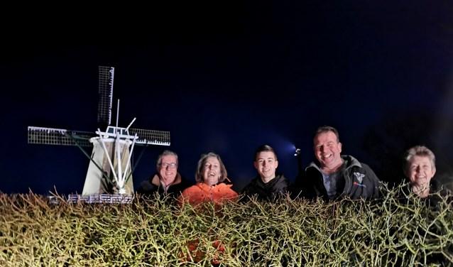 De winnaars van de Engtuin, v.l.n.r. Rob Kragt, Alexandra Tom, Daan, Pieter en Anneke Kuijer. Bert Alkema ontbreekt op de foto.