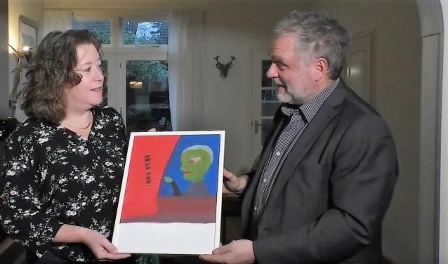 Hanneke Kiel-de Raadt en Eugene Leenders zijn blij met de hulp van Johanneke Verhave.