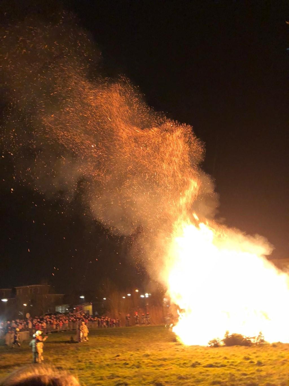De laatste Kerstboomverbranding in Schonauwen TvO © BDU media