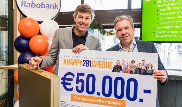 Per 1 januari gaan de Rabobanken Alblasserwaard Vijfheerenlanden en Merwestroom officieel verder als één bank, onder de naam Rabobank Lek en Merwede. Medewerkers kregen tijdens de feestelijke lancering een persoonlijk coöperatiebudget om maatschappelijke initiatieven te ondersteunen en betrokken te