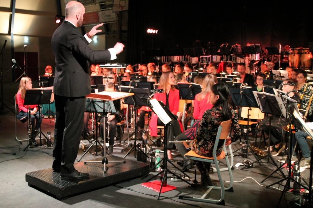 Dirigent Michiel van Vliet Hannie van de Veen © BDU media