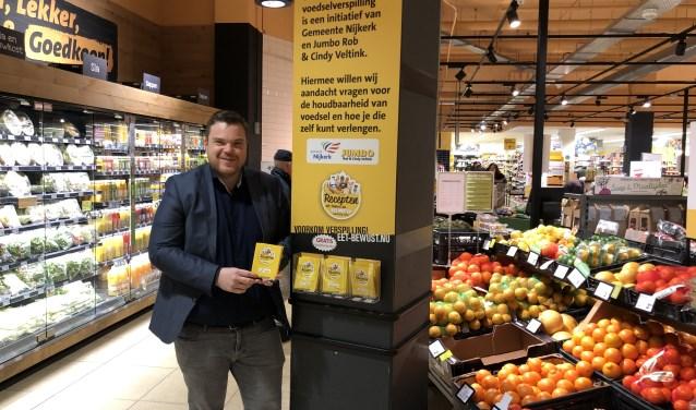 Rob Veltink doet mee aan een campagne tegen voedselverspilling. In de Jumbo is allerlei handige informatie te vinden.