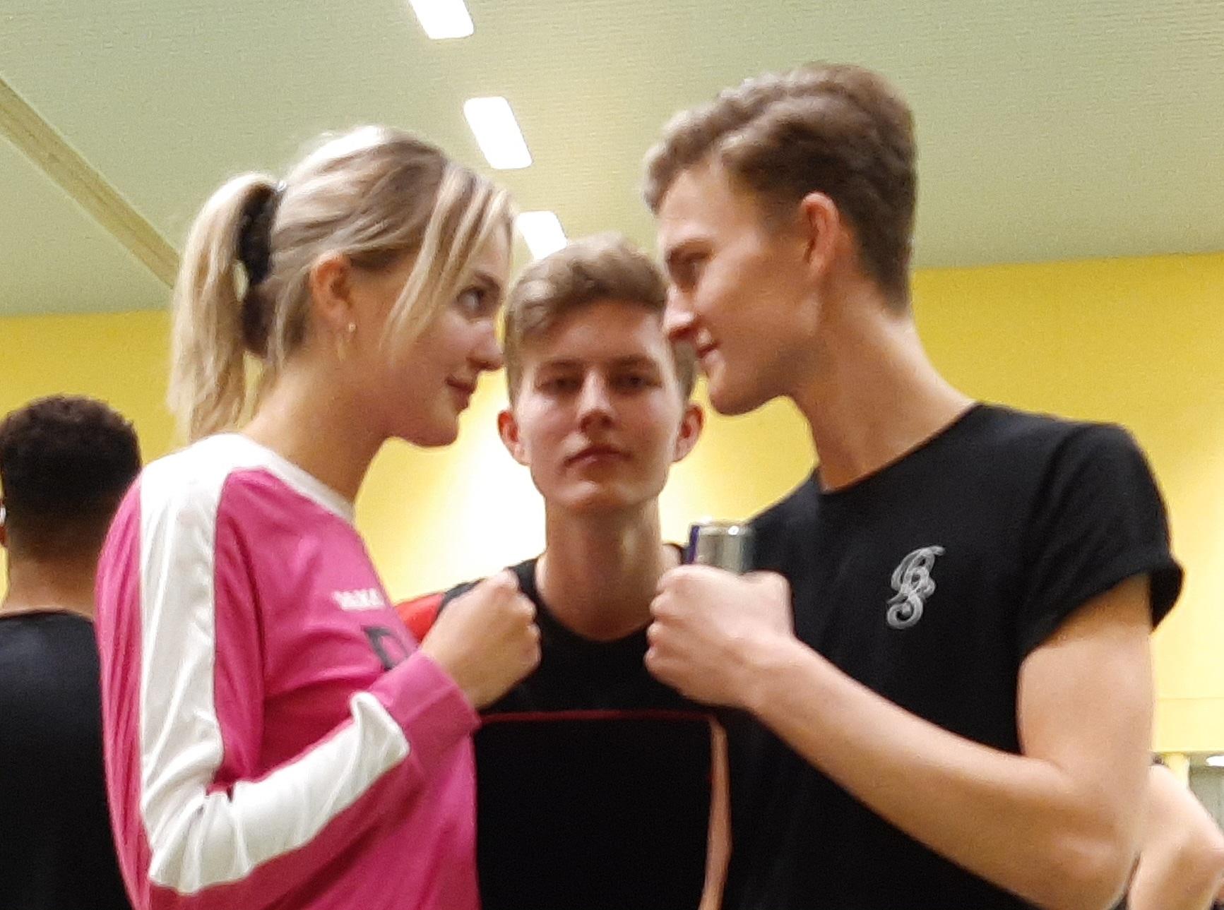 Voorafgaand aan de finale van het Huisman Snerttoernooi een heuse staredown tussen broers (4x scheepsrecht) en zus (Rosch).