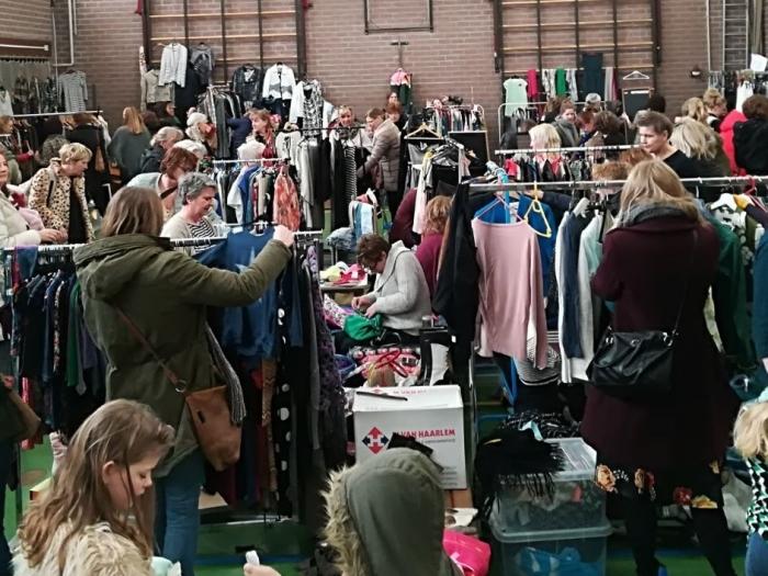 Tweedehands dameskledingbeurs Jurk aan de Rijn