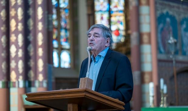 <p>Peter Hein tijdens de Holocaustherdenking in de Micha&euml;lkerk in Schalkwijk vorig jaar</p>