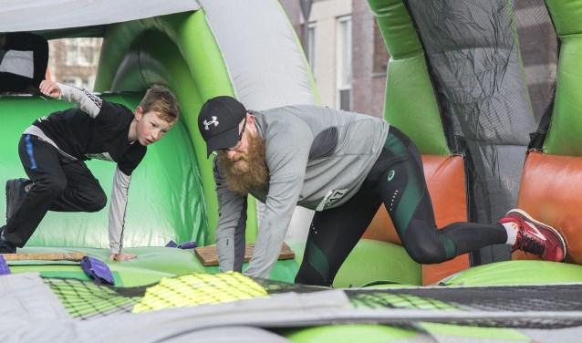 De Obstaclerun is een sportevenement waarbij leeftijd geen rol speelt.