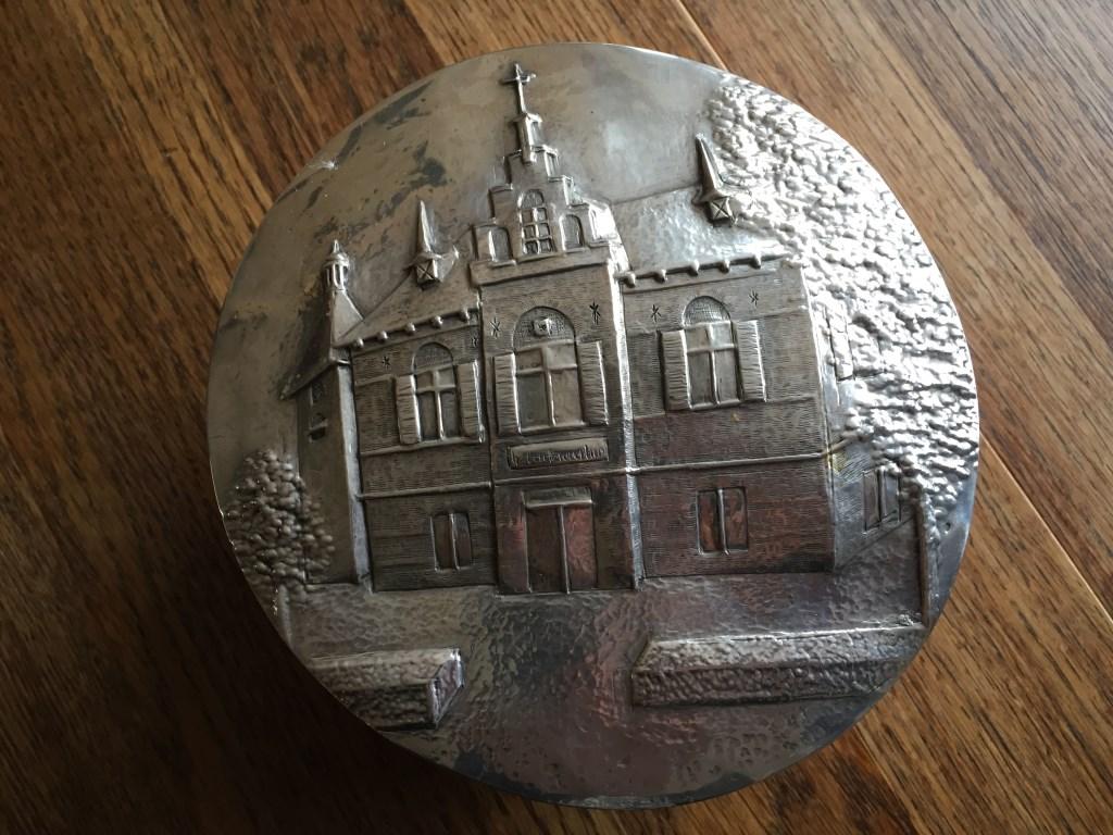 Het Bunnikse raadhuis in zilver Lia van der Heijden © BDU media