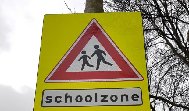 <p>in de schoolzones zijn eerder al waarschuwingsborden voor overstekende kinderen geplaatst.</p>