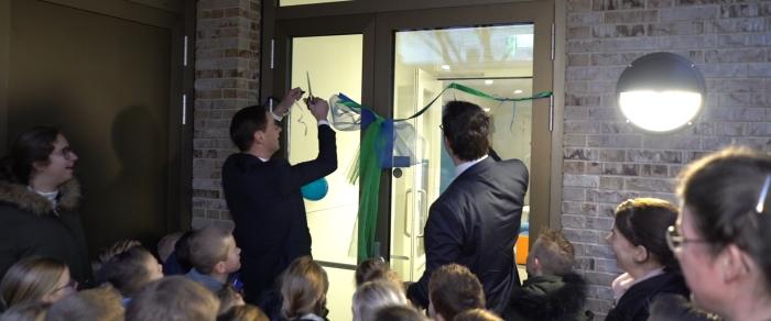 De bestuursleden knippen het lintje door FilmPloeg © BDU media