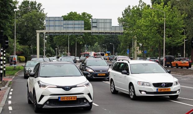 <p>Verkeer op de Keizer Karelweg ter hoogte van het Stadshart bij de A9.</p>