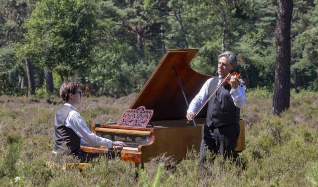 Wouter Harbers (vleugel) en Robert Cekov (viool) in de Achthoek in Scherpenzeel.