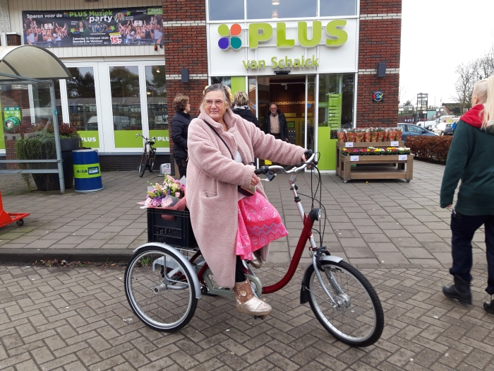 Mattie van der Zijden op haar fiets Fred Warnaar © BDU