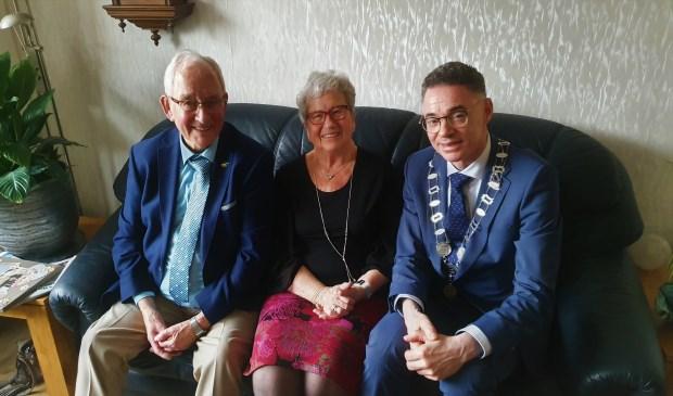 Symen en Gerrie vonden het bezoek van de burgemeester bijzonder gezellig en een hele eer