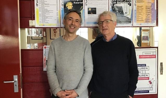 Boeksamensteller Bart van der Wal (rechts) en Semmy Prinsen.