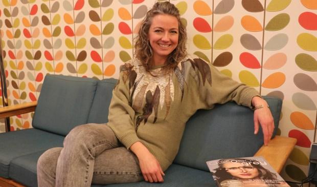De 37-jarige Anouk Brinkman heeft jarenlang haar haren geverfd om te verbergen dat ze al op jonge leeftijd grijs wordt.