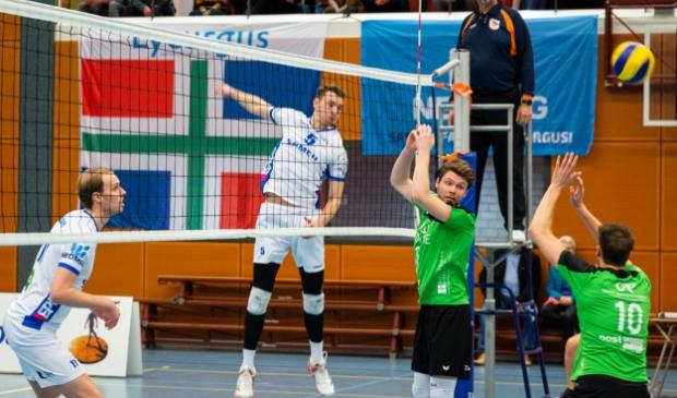 <p>Hugo van Garderen (tweede van rechts, archief) speelt ook na dit seizoen bij Bielderman Koetsier/SSS.</p>