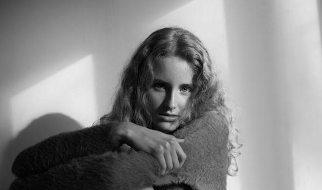 Fotomodel Naomi van den Broek.
