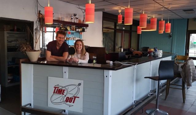 Robert (l) en Marianne zijn regelmatig te vinden in jongerenruimte Time Out aan de Martenslaan in Amerongen.
