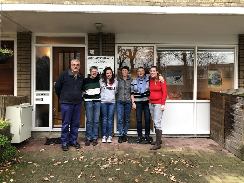 Het team van Dierenkliniek Davidse. Dierenkliniek Davidse © BDU media