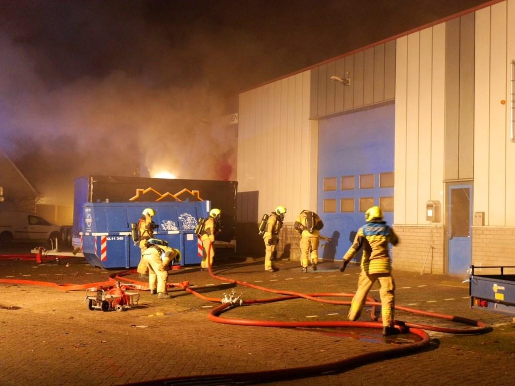 De eerste dag van het nieuwe jaar wordt Hardinxveld opgeschrikt door een grote brand.  112 ZHZActueel © BDU media