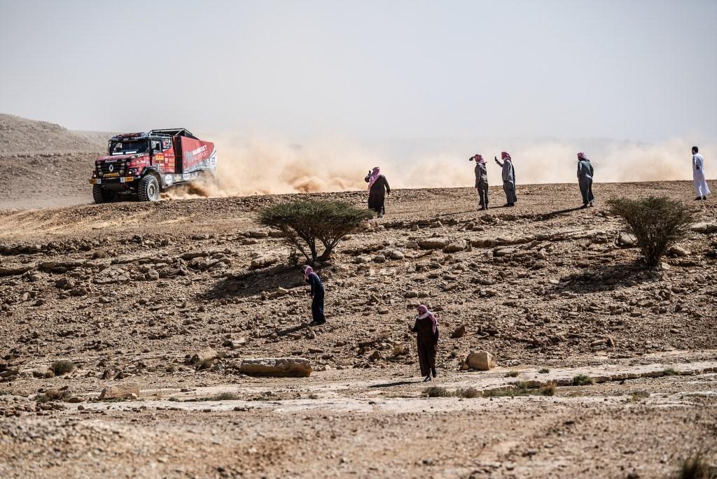 Het team van Mammoet Rallysport doet er alles aan om de finish te halen in de Dakar Rally. Marian Chytka © BDU media