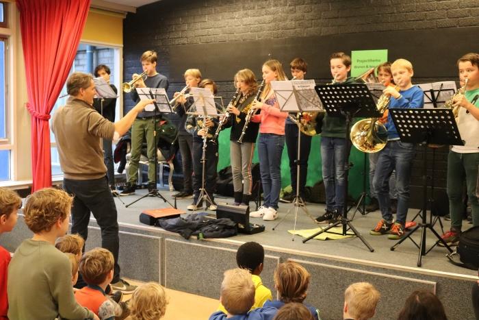 Optreden Ensembleklas Harmonie Manderen op basisschool De Ladder