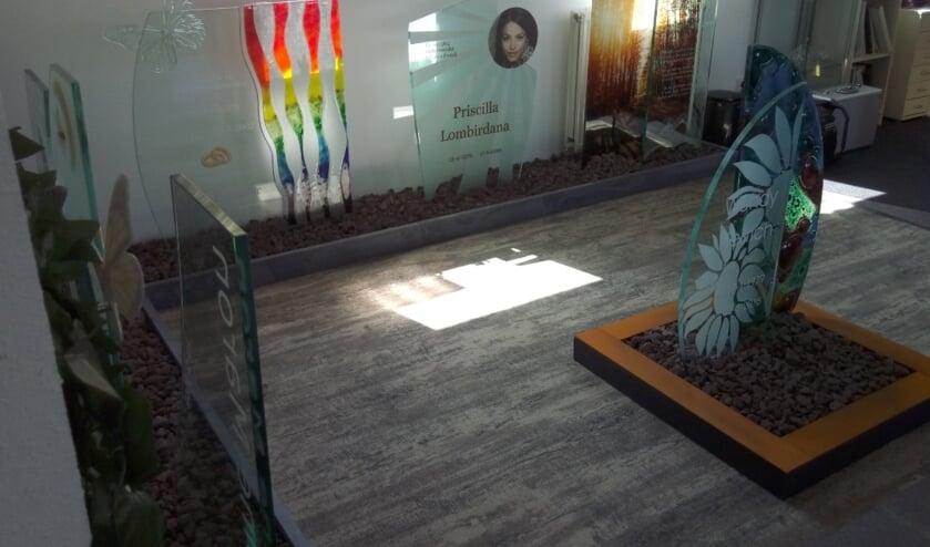 Bij Bus Natuursteeen aan de Nijverheidsweg-Noord 57 is een uitgebreide showroom ingericht.