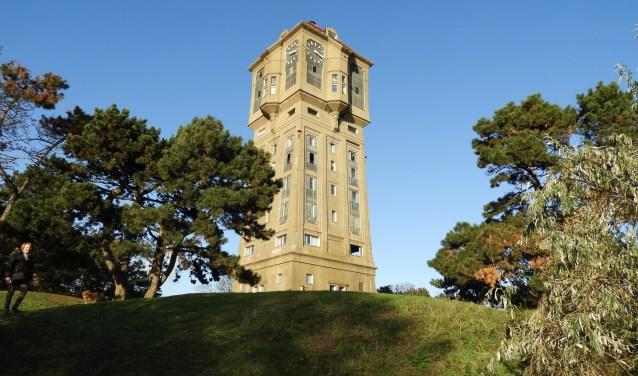 De monumentale watertoren behoort de fraaiste in Nederland gebouwde watertorens en is beeldbepalend in Oud-IJmuiden.