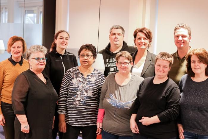 Wethouder Veldman met coaches en deelnemers van de training CooL
