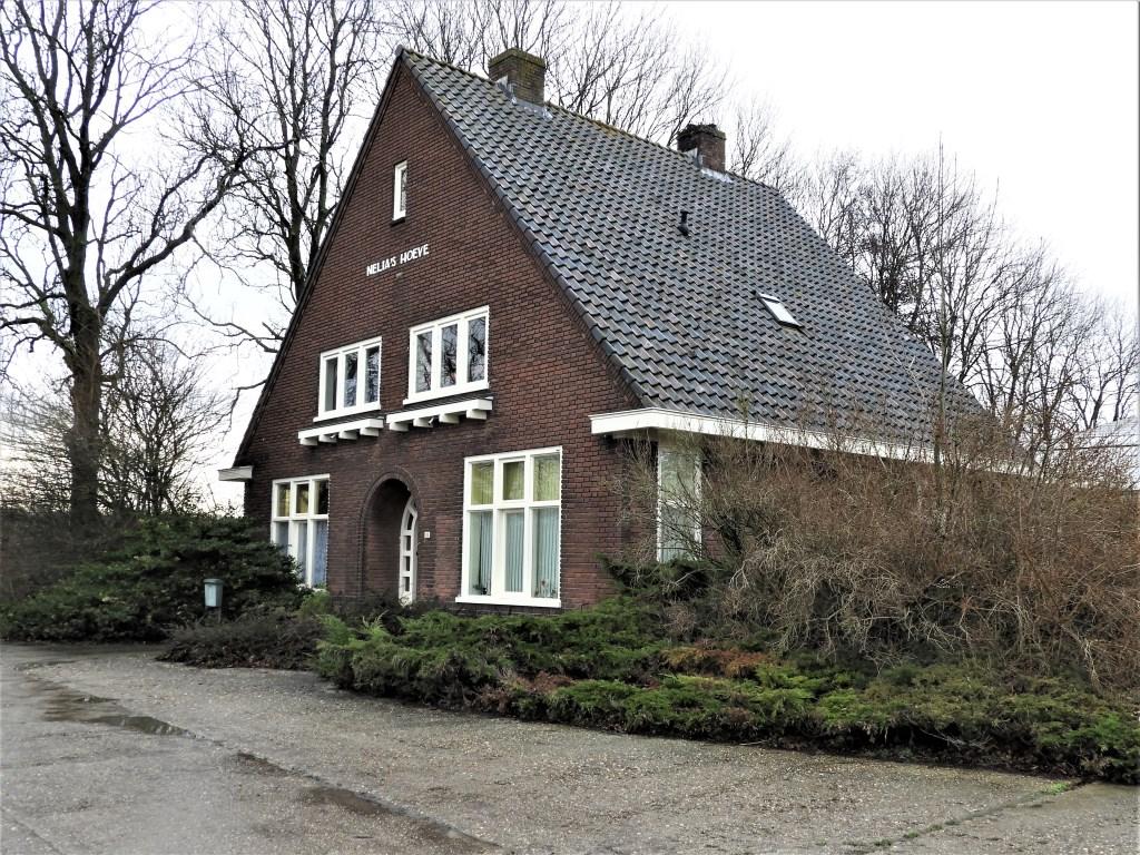 Nelia's Hoeve van de familie Bulk. Rechts: het genoemde lege huis.  Frans Tol © BDU media