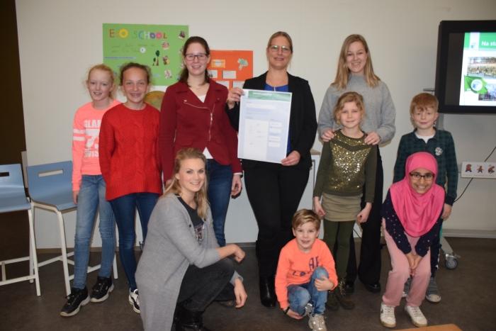Het Ecoteam met Sera Hoeks van Natuurcentrum Gorinchem en Judy van Boxtel adjunct directeur Merwedeschool