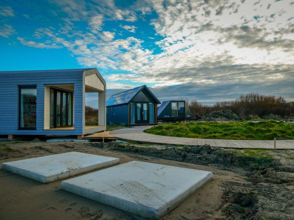 ... deze mini-woningen pal bij het strand. Bert Westendorp © BDU
