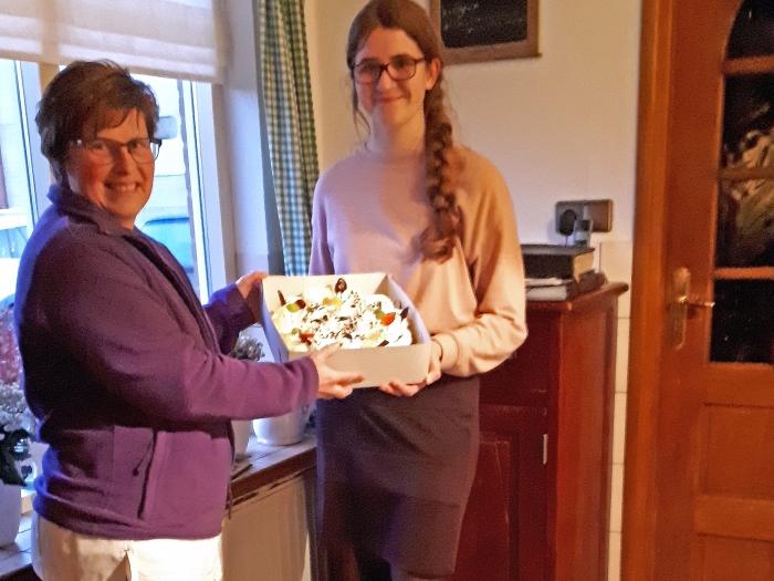 De winnaar van de HdS puzzel ontvangt heerlijke taart