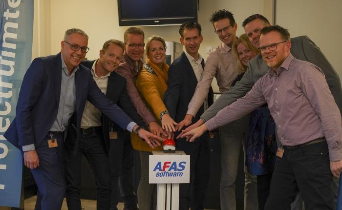 Met een symbolische druk op de rode knop is AFAS live in St Jansdal