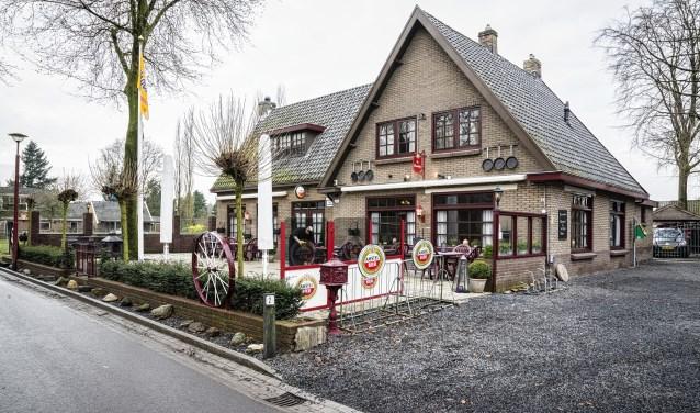 Restaurant De Brinkhof in het dorpscentrum van Kootwijk.