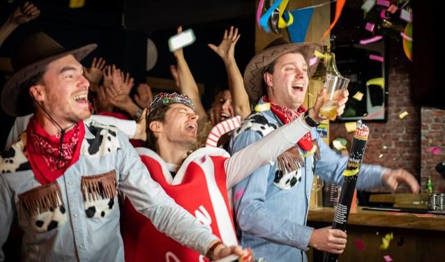 Thierry Boon (l) en Niels Wanner (r) bij de opname van de videoclip bij 'Colaboy'.