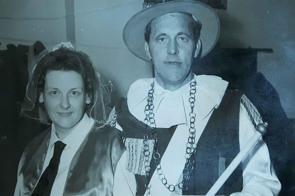 Gerard van der Werf met partner, de eerste prins van Schalkwijk en 't Goy. Familie-album Ben van der Werf © BDU media