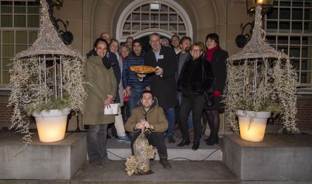 """HeemSteeds Gezwam, HeemSteeds Duurzamer, De Hartekamp Groep, Erik Boele-de Zeeuw (de kweker), Peter Houssart (Kaldi Heemstede) en Smaak (de producent) presenteren de ''boesterballen""""."""