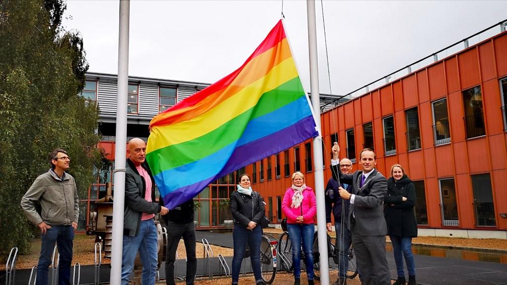 Sliedrecht hees voor het eerst de regenboogvlag op comingoutday op 11 oktober. Gemeente Sliedrecht © BDU media