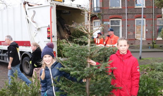 <p>Begin volgend jaar is er een alternatieve kerstbomeninzameling, Spaarnelanden haalt de bomen op gezette tijden op.</p>