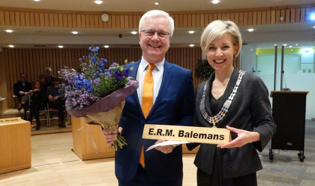 Eric Balemans na zijn installatie op 28 januari 2020, samen met burgemeester Iris Meerts