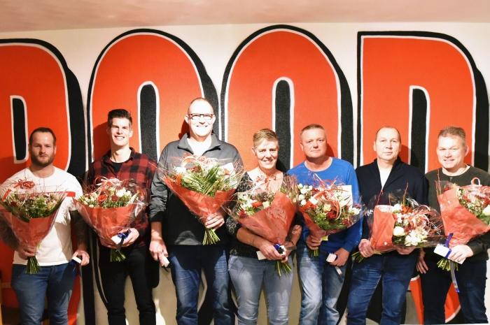 de jubilarissen v.l.n.r. Huub Doppenberg, Koen Doppenberg, Gerco van Boeschoten, Helga de Ruiter, Sander Bos, Ben Verhoeven en Gert Vis