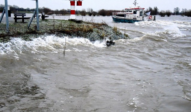 Hoog water in 2015, twintig jaar na de 'bijna-ramp' in 1995 (Archieffoto)